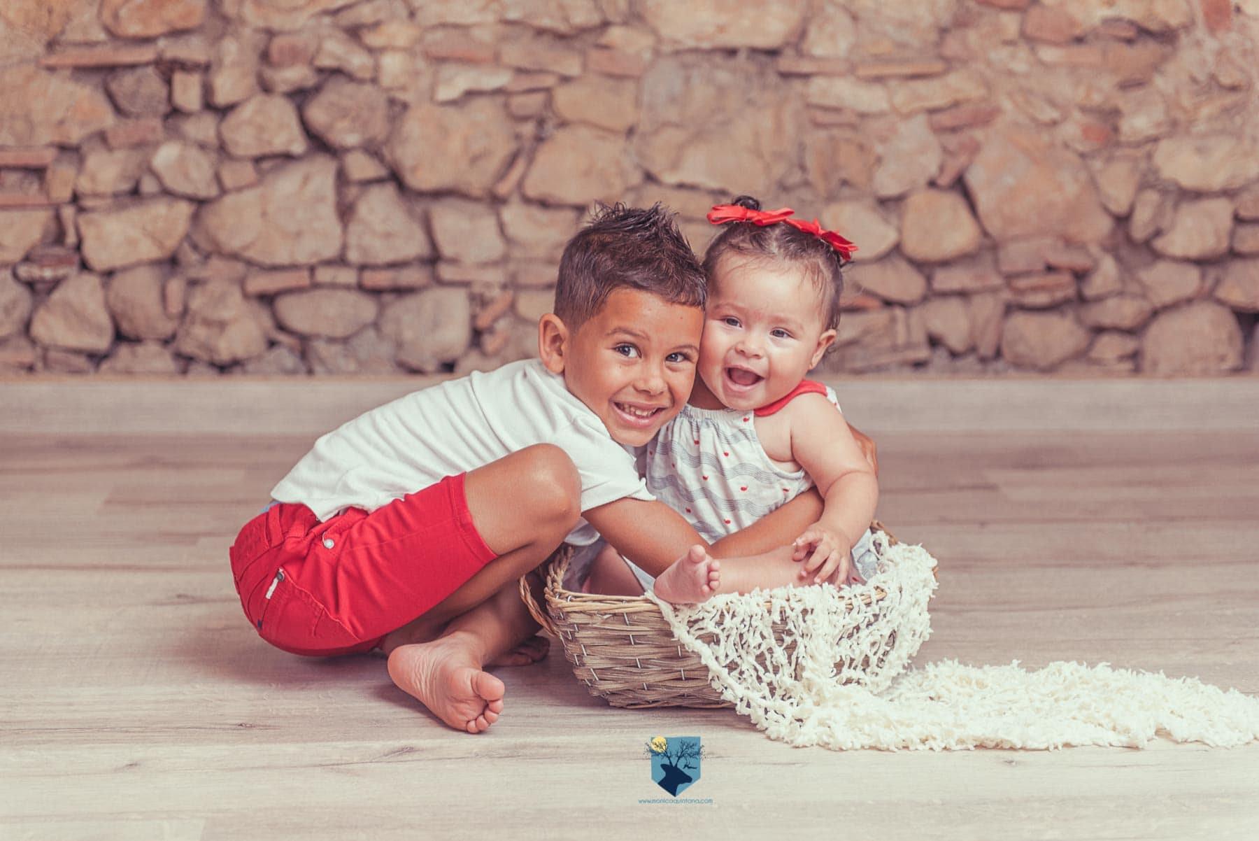 fotografia, fotos, girona, figueres, emporda, monica quintana, fotografa, fotografo, bebes, niños, familia, retrato, estudio, primer año, seis meses, 6 meses, 8 meses