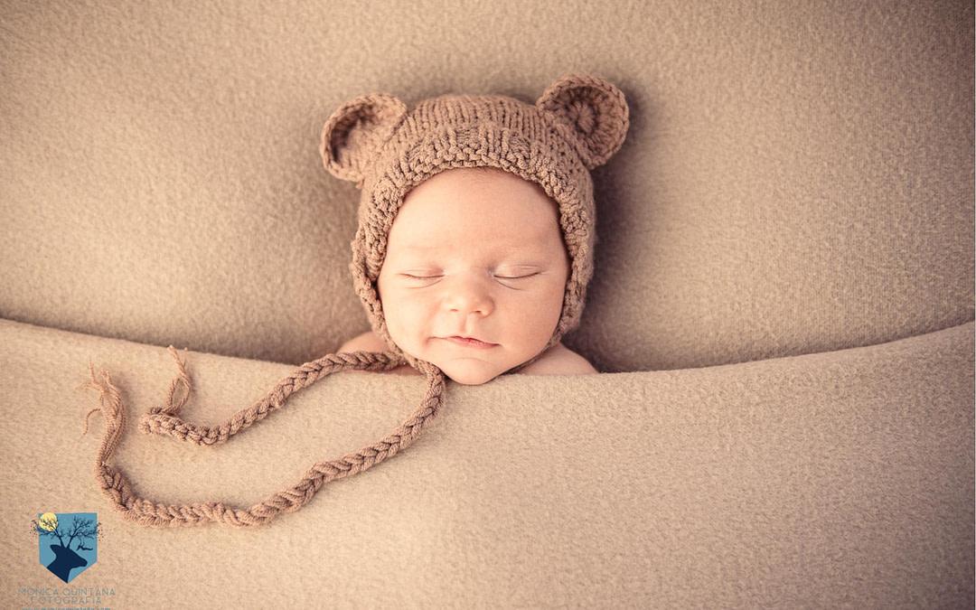 Mateo, fotos de recién nacido lifestyle en Figueres (Girona)