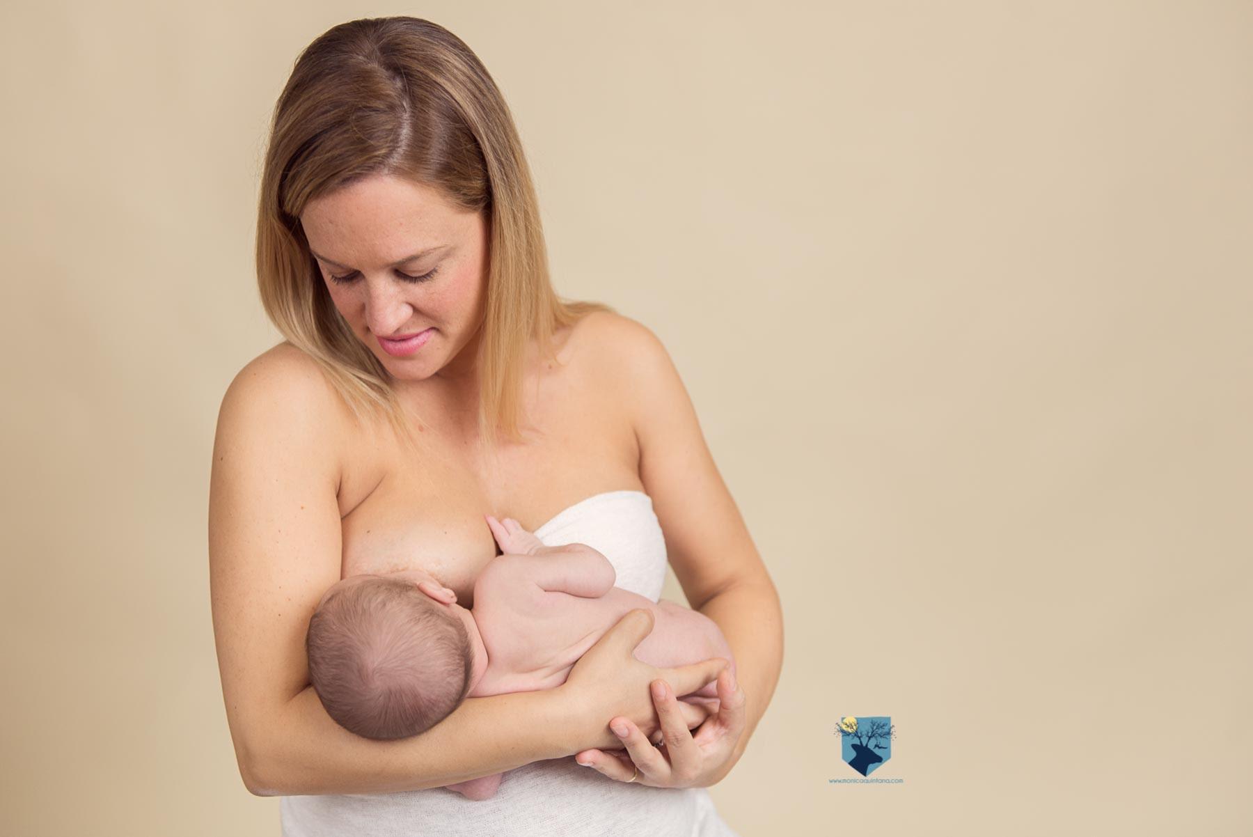 fotografia,girona,figueres,emporda,monica quintana,bebes,niños,familia,retrato,recien,nacido,nado,newborn,piel con piel, alletament, lactancia