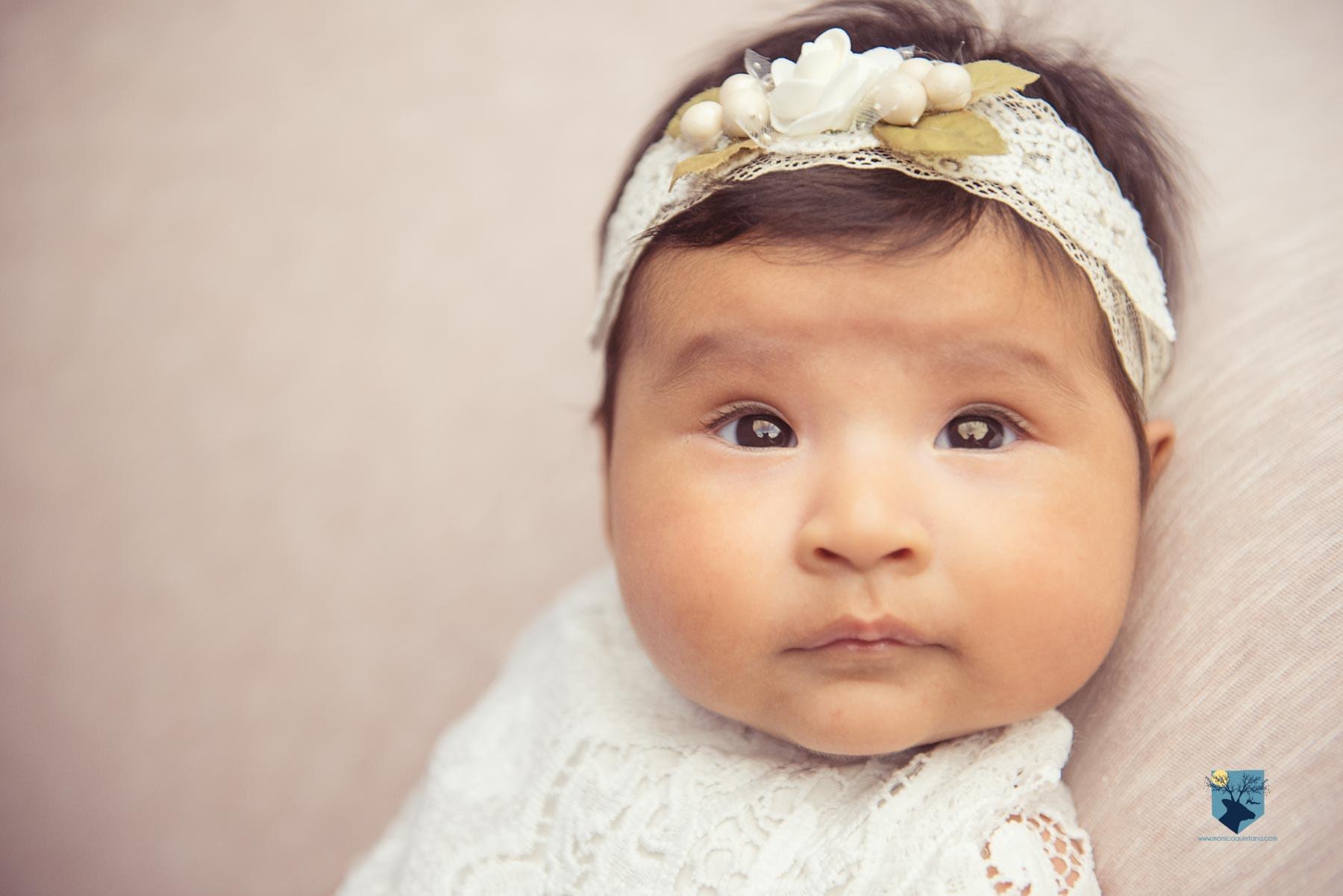 fotografia fotos girona figueres emporda monica quintana bebes niños familia retrato estudio 2 meses 1mes