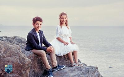 Anna i Jaume, fotos de comunión en el mar en la Costa Brava (Girona)